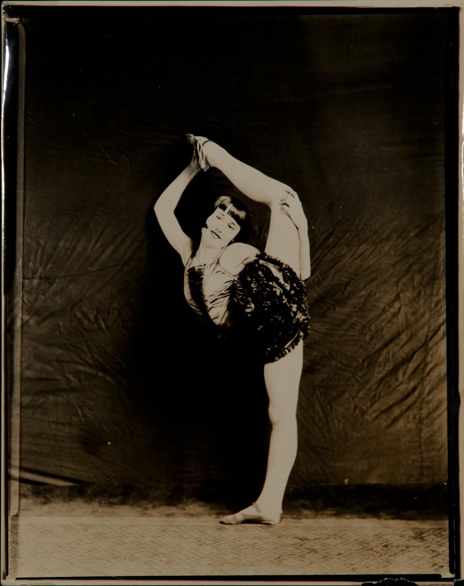Acrobat-Dancer-Circus Performer Vera Christy Original Contact Photo, a
