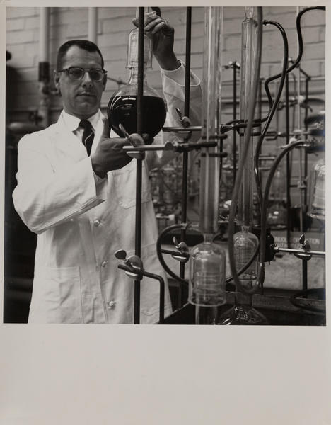 Dupont corporate communication photograph, Chemical Lab 2
