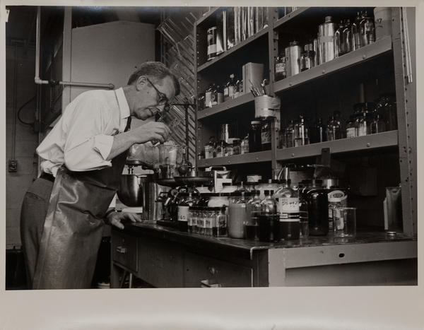 Dupont corporate communication photograph, Chemical Lab 4